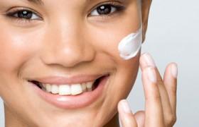Routine pour le visage, peaux grasses